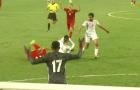 Cầu thủ UAE thất thần khi dính thẻ đỏ, Ngọc Hải có hành động không ngờ