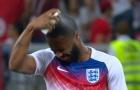 Tuyển Anh loay hoay xịt thuốc chống côn trùng trước trận gặp Tunisia