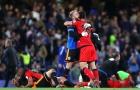 Tottenham thoát cửa tử, Chelsea vùng vẫy trong tuyệt vọng