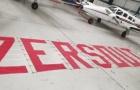 SỐC! Máy bay xuất hiện ở Old Trafford, đòi cái tên trong sân cuốn xéo