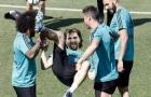 Cười vỡ bụng với loạt ảnh chế Barca thua thảm ngày ra quân