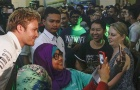 Hamilton, Rosberg trong vòng vây fan cuồng tại Malaysia