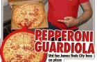 Fan Man Utd kiện quán pizza vì ghét Pep