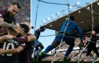 Aguero lại giải cứu Guardiola, City thoát hiểm rời Turf Moor