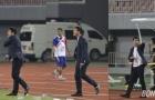 """HLV Hữu Thắng """"nổi điên"""" với học trò trong trận đấu gặp Campuchia"""