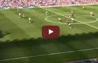 Pha solo ghi bàn từ giữa sân của Ruud Van Nistelrooy trong màu áo M.U