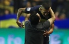 Fan quỳ gối xin Tevez đừng tới Trung Quốc