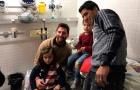 Dàn sao Barca ghé thăm bệnh viện trẻ em đầu năm mới
