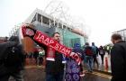 Khăn quàng của Jaap Stam đắt hàng tại Old Trafford
