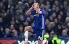 Terry quỳ dưới mưa, chiến thắng của Chelsea trở nên không hoàn hảo