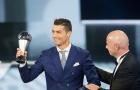 Ronaldo 'đá đểu' Barcelona ngay trên bục nhận giải