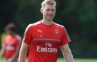 Arsenal thay đổi chóng mặt với trường hợp của Mertesacker