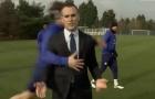 Phóng viên bị David Luiz tấn công ngay trên sân