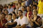 CĐV nước ngoài phẫn nộ với 'màn kịch' trên sân Thống Nhất