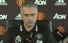 Mourinho mặc áo in tên Ranieri dự họp báo