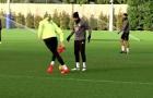 Courtois khiến Diego Costa sửng sốt vì rê bóng quá khéo