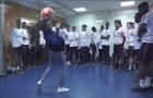 Dàn sao PSG 'đứng hình' trước tài chơi bóng của một cô gái