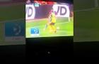 Tình huống Oezil bị người cũ Man Utd xỏ háng