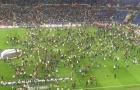 CĐV đánh nhau kinh hoàng, trận Lyon - Besiktas bị hoãn 46 phút
