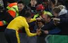 Hành động đẹp của Sanchez sau trận thắng Boro
