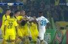 Bình luận: Cầu thủ Hà Nội FC 'thi triển Võ-League' ở AFC Cup
