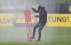 Tuchel bị xịt nước trong buổi tập của Dortmund