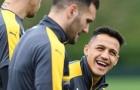 Sanchez cười thả ga trước trận đấu bù với Sunderland