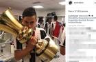 Dàn sao Juve thi nhau 'câu like' bằng cúp Coppa Italia
