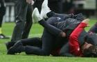 Man Utd vô địch, Mourinho ôm con khóc như mưa tại Stockholm