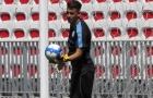 Trung vệ Atletico hóa thân thành 'Người nhện' trên đất Pháp