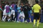 Trợ lí Bosnia hạ đo ván tiền vệ Hi Lạp ngay trên sân