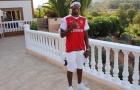 Nghỉ Hè, Alex Iwobi mặc áo Arsenal đi du lịch