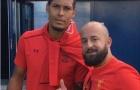 Van Dijk chụp ảnh với fan Liverpool, tiếp bước Salah?
