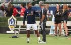 Mourinho đã nói gì khi gặp lại Ashley Cole?
