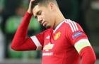 Pha đỡ bóng 'khó tin' của Smalling trong trận Derby thành Manchester