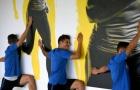 Dàn sao Inter lần lượt 'úp mặt vào tường' khi tập luyện