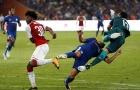 Tình huống Pedro bị Ospina hạ K.O trên sân