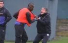 8 vụ 'gà nhà đá nhau' kinh hoàng trong bóng đá: Balotelli nện luôn ông thầy