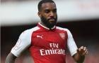 Lacazette sút trúng cột dọc, fan Arsenal nội chiến