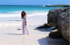 Bạn gái sao Marseille khoe vẻ đẹp 'sang chảnh' bên bờ biển