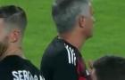 Ramos cười đểu, ám chỉ Mourinho 'kém thông minh'