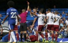 Lĩnh thẻ đỏ chóng vánh, Cahill có xứng đáng là đội trưởng Chelsea?