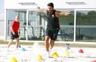 Suarez 'luyện công' trên cát, quyết hồi phục sớm chấn thương
