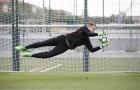Ter Stegen 'bay lượn' trong ngày trở lại tập luyện với Barca