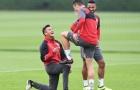 Alexis Sanchez  'cười thả ga' trên sân tập