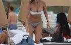 Aida Yespica 'đốt cháy' bờ biển Miami với đồ bikini nóng bỏng