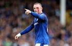 Dính cùi chỏ, Rooney thi đấu với gương mặt sưng húp, bê bết máu