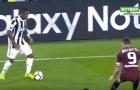 Douglas Costa đảo chân cực dẻo trước hàng thủ Torino
