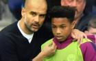 Pep Guardiola đã nói gì với cậu bé nhặt bóng?