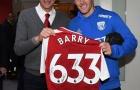 Vượt mặt huyền thoại M.U, Gareth Barry đi vào lịch sử Ngoại hạng Anh